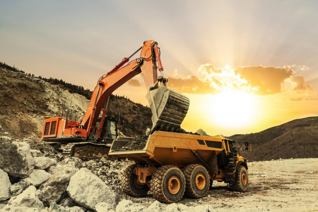 Heavy Construction Equipment – Safety Tips for Workers Moving Around