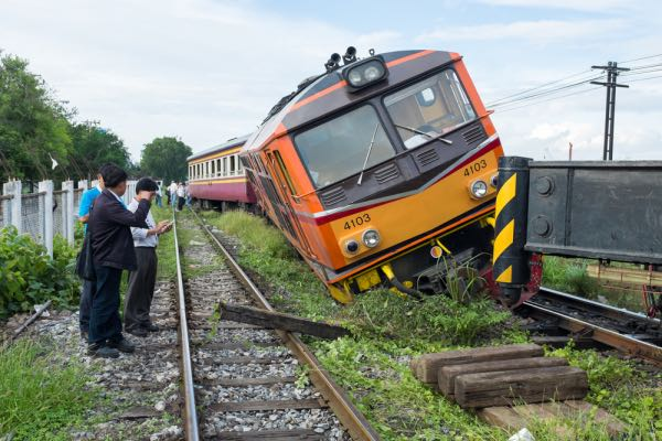 How a Railroad Accident Attorney Can Help Victims